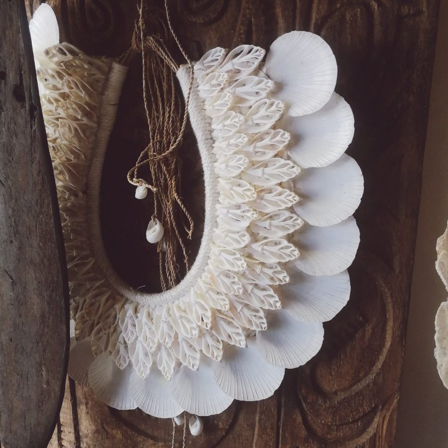 Schelpenketting platte witte schelp
