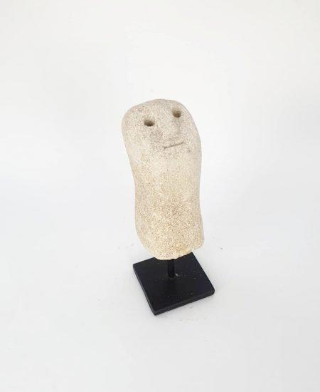 Stone man op standaard Willy 1