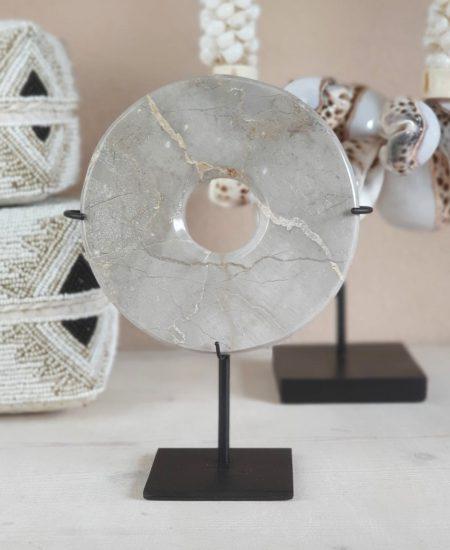Marmeren steen op standaard taupe bali woondecoratie 1
