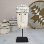 Papua masker Gaby stone man op standaard bali sumba
