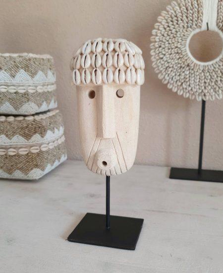 Papua masker op standaard gaby sumba bali